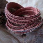 Velours-Leder-Armband mit verschiedenen Strass-Steinen, Länge verstellbar, CHF 14.00